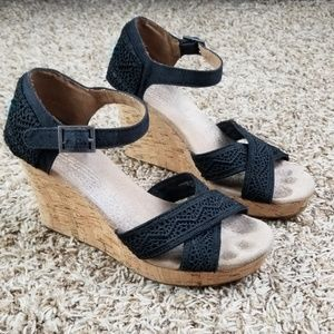 Toms| wedges with black crochet lace detailing 7.5